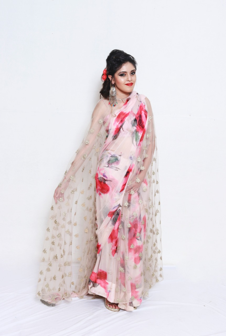 Floral print saree with design